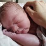 Baby auf die Welt gekommen - 1 Minute alt